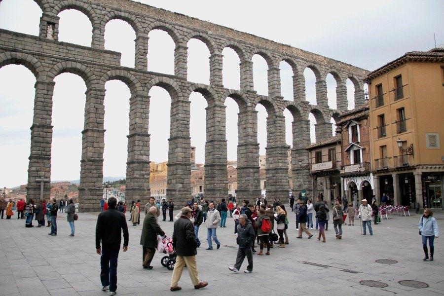 El Acueducto de Segovia desde la plaza del Azoguejo